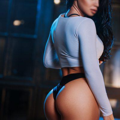 Kelly Newcastle Stripper